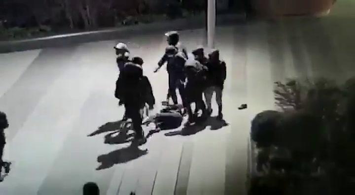 Un grupo de jóvenes da una brutal paliza a Yuriy, un chico de 14 años francés