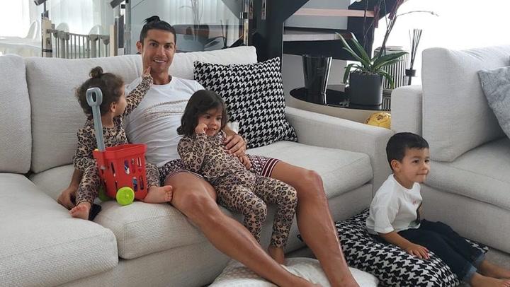 Georgina Rodríguez se convierte en la mejor peluquera de Cristiano Ronaldo por un día