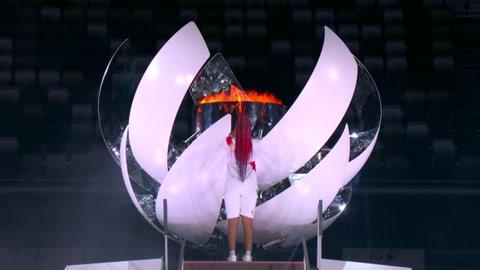 Naomi Osaka, primera tenista en encender un pebetero olímpico
