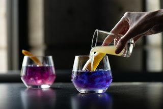 Las Vegas Yard House margarita changes color in the glass