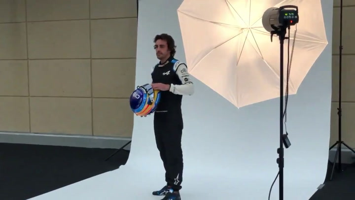 Fernando Alonso se hizo la foto oficial con el Alpine F1 Team