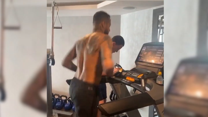Neymar se entrena a tope desde casa