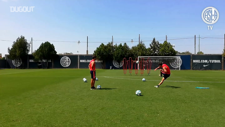 Óscar and Ángel Romero show off their set-piece skills in training