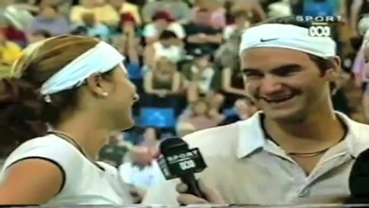 Un joven Roger Federer jugando a dobles con su actual esposa, Mirka Vavrinec