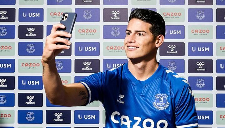 James, desatado en la 'novatada' con el Everton
