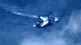 Amerikansk og russisk krigsskip i drama