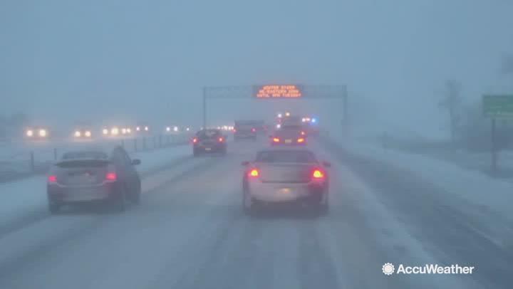 The Latest: Over 1,700 flights canceled as snow, ice halt