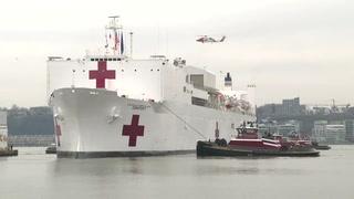 Buque hospital militar llega a Nueva York para ayudar en la pandemia