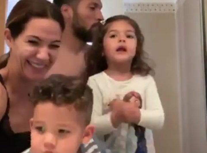 """Tamara Gorro comparte un """"cuadro"""" familiar en el baño"""