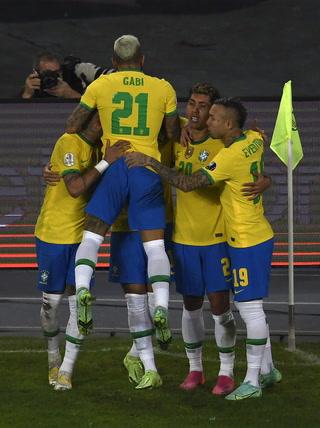 ¡Remontada de Brasil en el útimo suspiro ante Colombia y con polémica incluida en la Copa América!