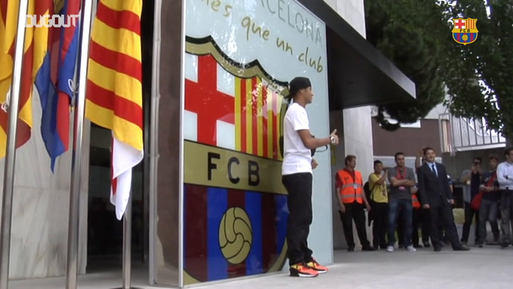 Barça unveil Neymar at the Camp Nou in 2013