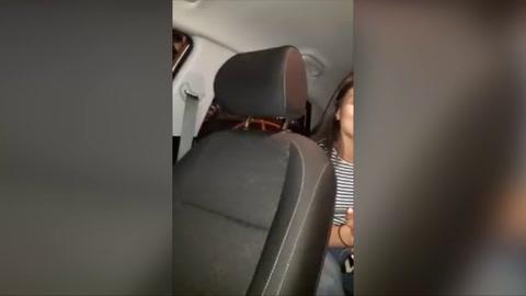 Mujer agrede a un taxista de Uber por negarse a llevarla a donde quería