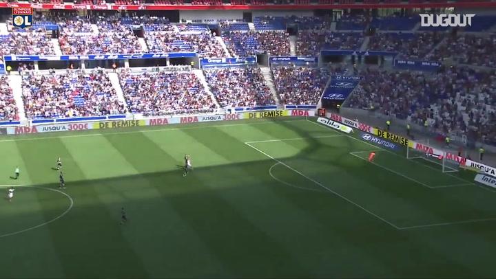 Siêu phẩm: Nabil Fekir ghi bàn từ giữa sân