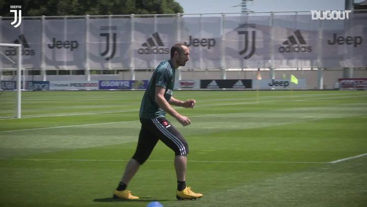 Cristiano Ronaldo sinks basketball shot, as Juventus preparations continue