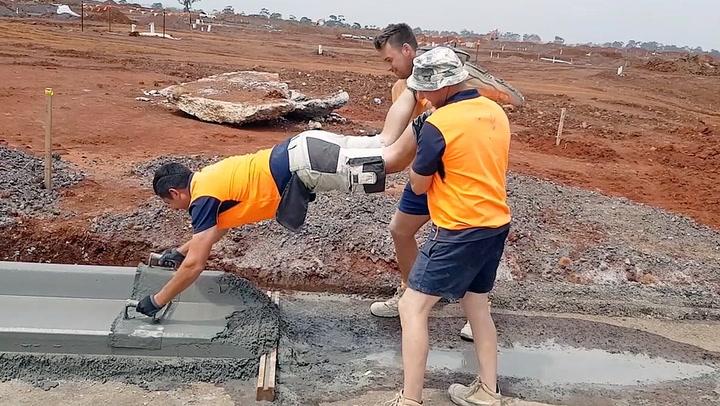 Slik lager man fortauskanter i Australia