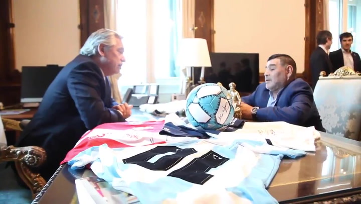 Maradona visitó al presidente de Argentina, Alberto Fernández, en la Casa Rosada