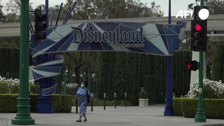 Disneyland abre enorme centro de vacunación contra el coronavirus