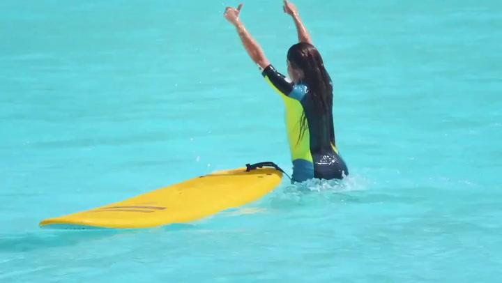Shakira, ahora también practica el surf