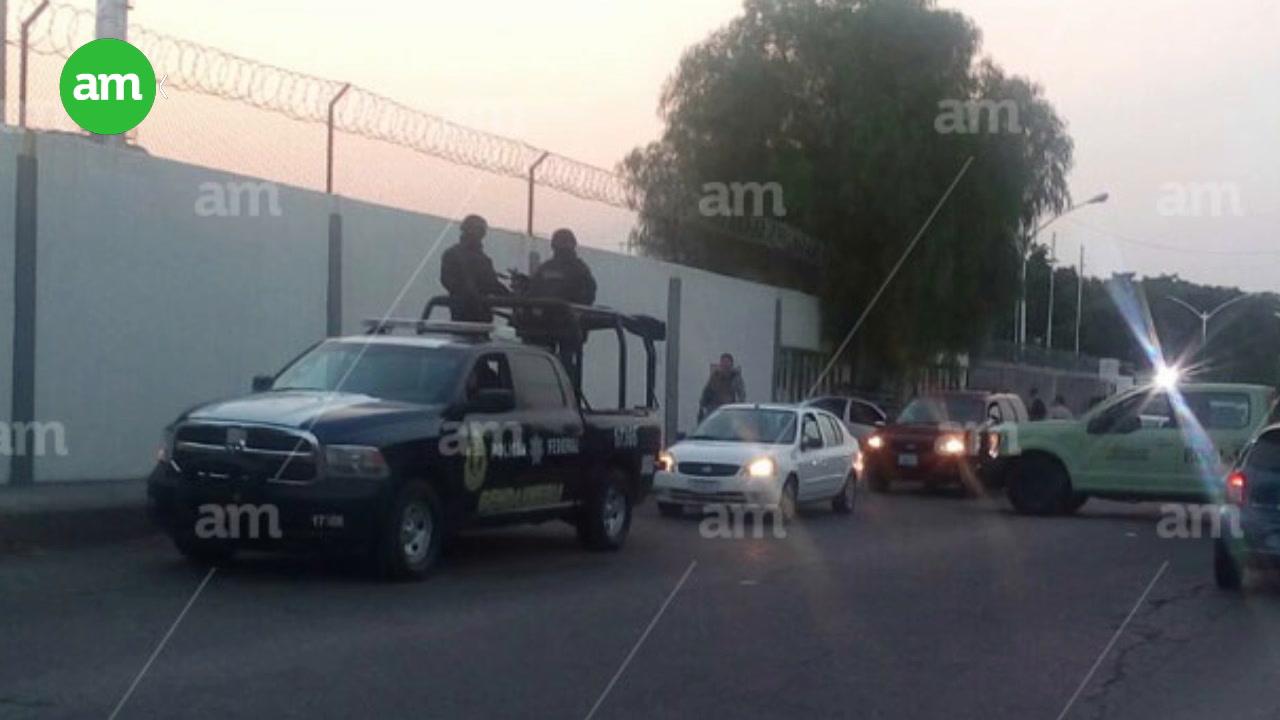 Video: Revisan a empleados de refinería en Salamanca por operativo de fuerza pública