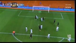 COSTA RICA! Al minuto 45 Elías Aguilar pone el 3-0 con balonazo al área, Kendall Waston distrajo la defensa, el balón rebotó y se fue a las redes ante la mirada incrédula del arquero Justo Lorente.