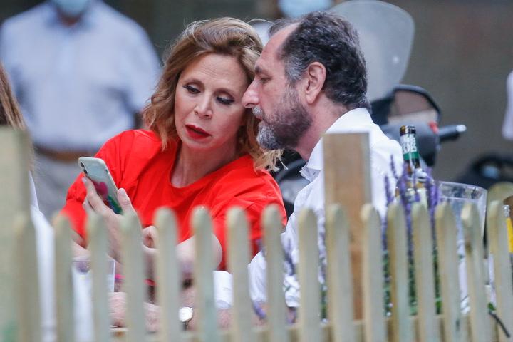 \'Estamos fenomenal\' Ágatha Ruiz de la Prada y Luis Gasset disfrutan del fin de semana en el campo