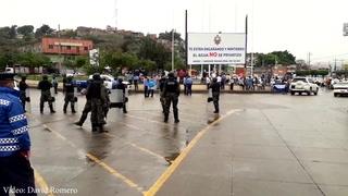 Conductores de taxis en protesta en salida a Olancho