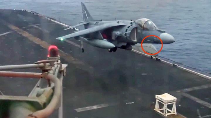 Jagerfly nødlander på en krakk