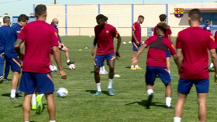 El Barça B se ejercitó en Extremadura para el trascendental partido de mañana ante el UCAM Murcia