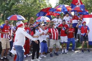 ¡Banderazo en San Pedro Sula! La Ultra Fiel llegó a apoyar al Olimpia previo al clásico ante Real España