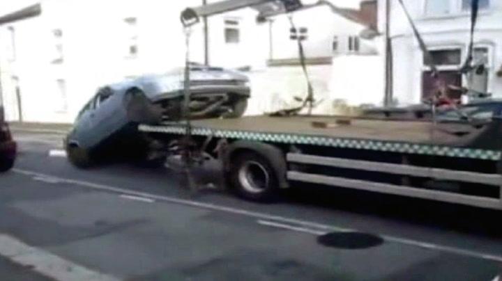 Han nekter å la bilen bli tauet bort