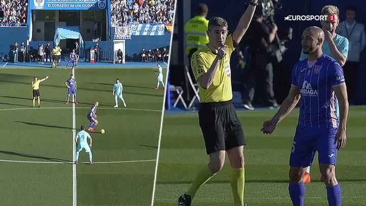 Kæmpe brøler: Leganés-spiller kan ikke finde ud af at give bolden op!