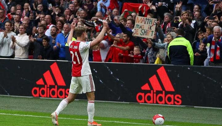 De Jong se despide de la afición del Ajax tras su último partido