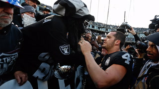 Raiders Fans Come Out in Full Force in Final Game Played in Oakland – VIDEO