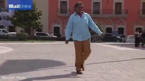¿Por qué el hombre con el pene más grande del mundo no puede encontrar trabajo?