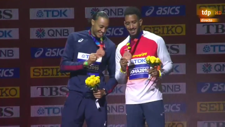Así ha sido la entrega de medalla a Orlando Ortega en los 110 metros vallas