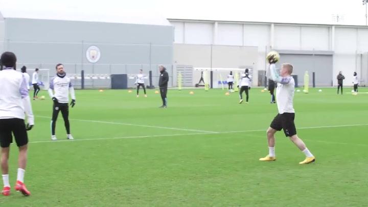 Oleksandr Zinchenko, objetivo del Barça, entrenando con el Manchester City
