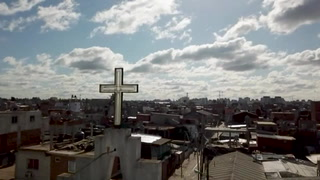 Curas villeros, sacerdotes solidarios en barrios pobres de Buenos Aires