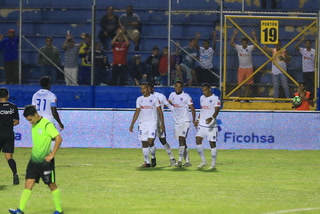 Olimpia se pone en ventaja ante Real de Minas con autogol de Esdras Padilla