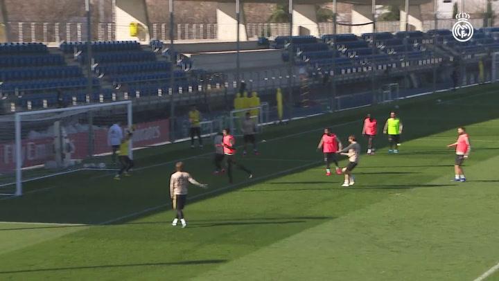 Última sesión del Real Madrid previa al derbi