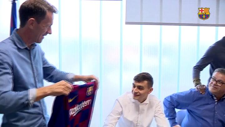 Pedri visita las instalaciones del Camp Nou