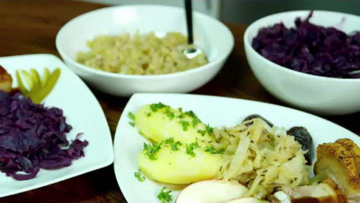 Hvordan lage hjemmelaget rødkål og surkål