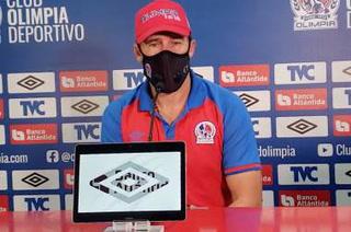 Gustavo Reggi, asistente de Troglio en Olimpia, avisa a Motagua: