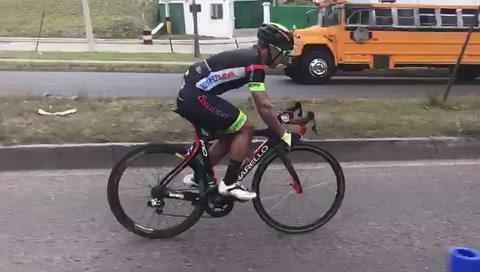Ivan Rodríguez retornó a la competencia después de una pinchadura