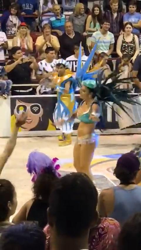 Extraño baile de la pasista de Papelitos que desencadenó el escándalo en Gualeguaychú