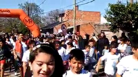 Los vecinos de barrio Las Flores reeditaron un maratón por la paz