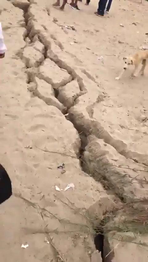 VIDEO: Sismo de 6.1grados de magnitud deja enorme grieta en Perú