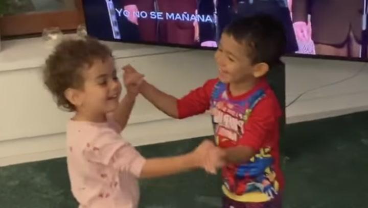 """El vídeo viral de los hijos de Cristiano Ronaldo bailando salsa: """"¡Son mágicos!"""""""