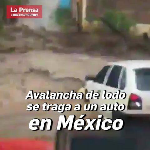 Avalancha de lodo arrastra automóvil en México