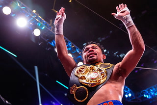 Manny Pacquiao defeats Keith Thurman to claim WBA welterweight crown