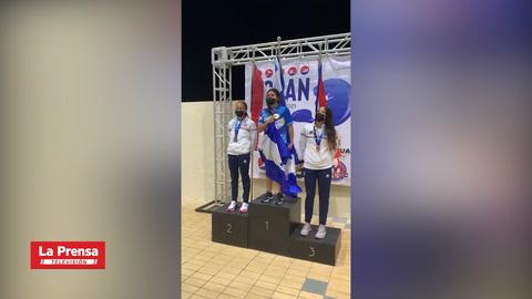 Nadadora hondureña Michell Ramírez conquista el oro en CCCAN de Puerto Rico